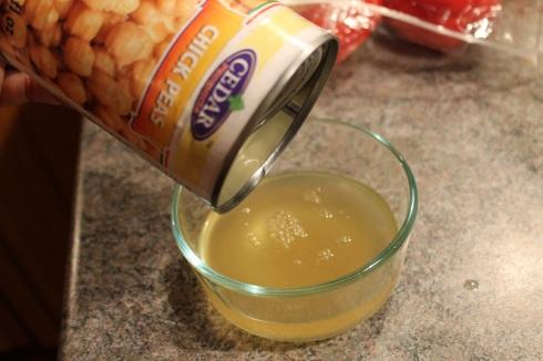 Jus de conserve pois chiches - crème fouettée Hungry Rachel