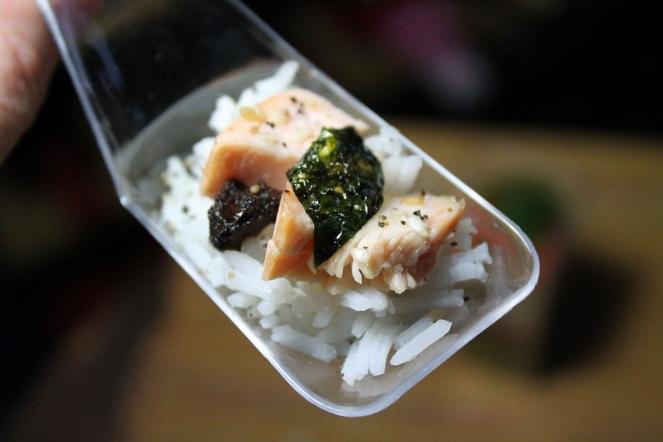 Saumon laqué érable riz tapenade d'olive et nori - Hungry Rachel