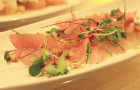 Sashimi de bar sauvage, pamplemousse et vinaigrette au homard et à la lime - RESTAURANT VERSA - Hungry Rachel