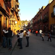 Ruelle de San Miguel de Allende à la tombée du jour
