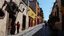 Les rues faites de pierre sont étroites et colorées. Un décor dont on ne se lasse pas!