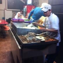 Encore plus de tacos. Semble-t-il que les mexicains appellent bouffe de rue tous les petits restaurants ayant pignon sur rue et dont la façade est complètement ouverte à la rue.
