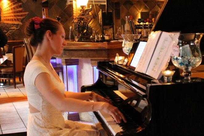 Trattoria La Scala - pianiste - Hungry Rachel